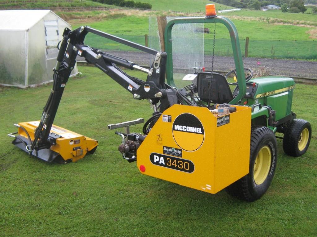 เครื่องตัดหญ้าไหล่ทาง AGF 140